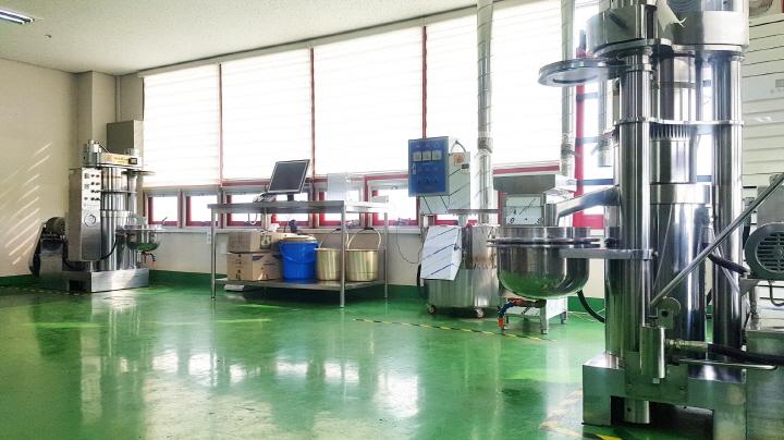 송암보호작업장 생산실 전경 이미지 입니다.